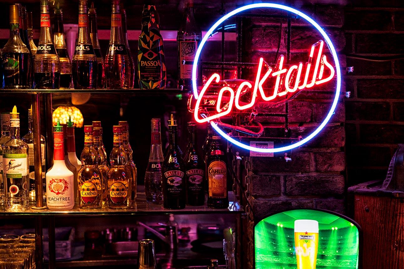 Mr. John's - Cocktail Bar